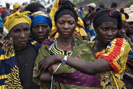 Des femmes dans le camp de Kibati, mercredi. (REUTERS)